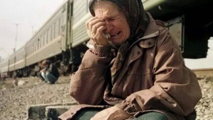 `НЕ НУЖНАЯ Я` - Стих до слёз... Самый большой грех и позор - оставить родителей в старости одних!!!