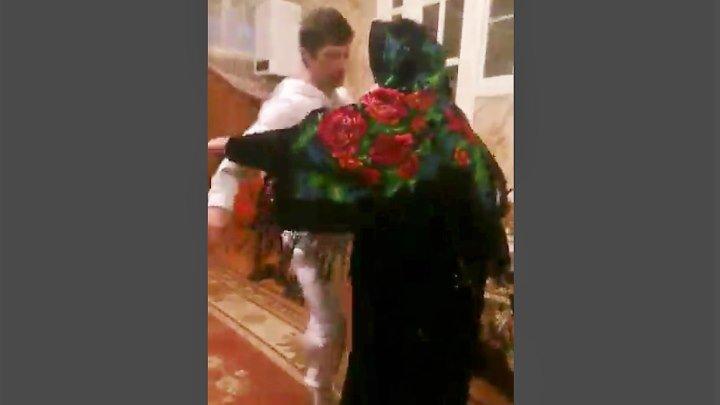 В 100 лет Бабушка танцует с внуком на свой День Рождения! Вот Зажигалочка!