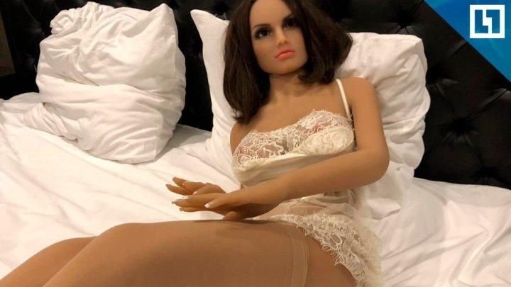 Секс-кукла для общительного клиента
