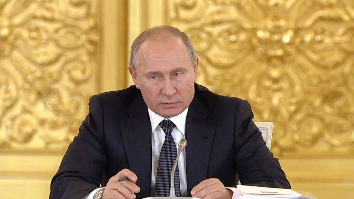 Политика России: Конституции – 25 лет
