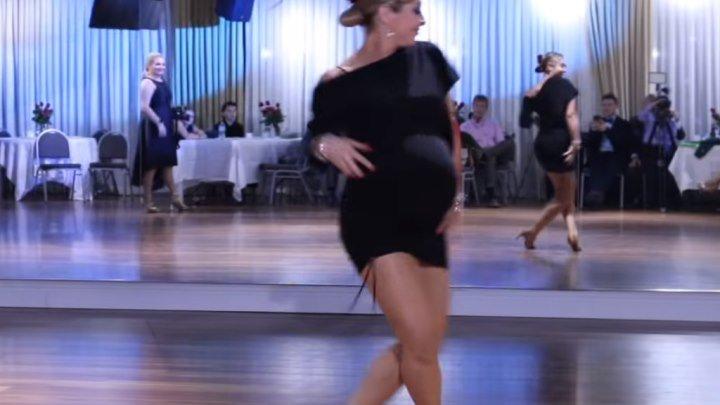 Беременная танцует сальсу! Вот это да!!!