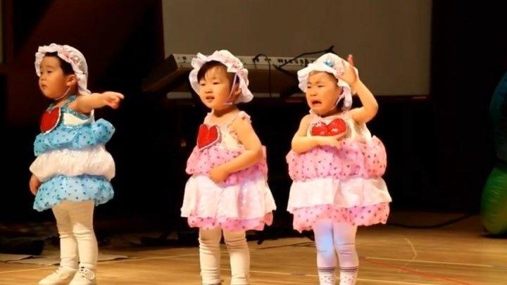 Китайские детишки танцуют... Умора!