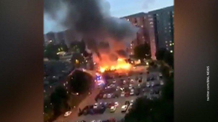 """В Швеции """"люди в черном"""" подожгли 14 автомашин на парковке"""