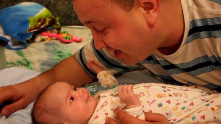 Папа с сыном поют песню про маму! Как же это трогательно...