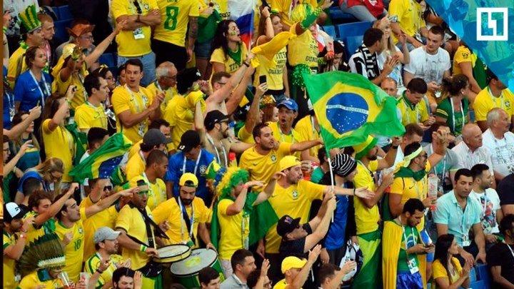 Бразильские фанаты встречают сборную