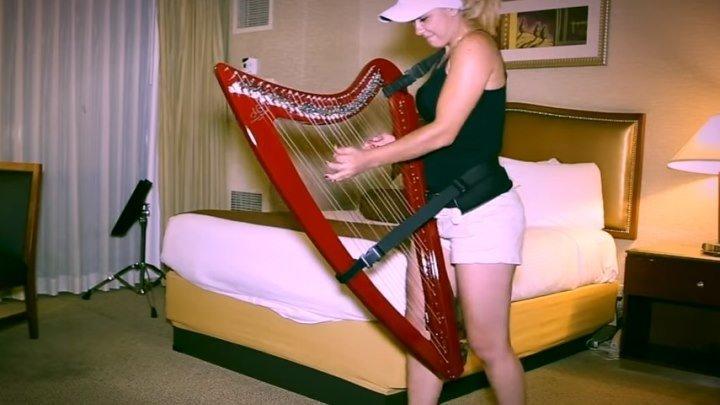 Девушка круто играет Despacito на арфе!!!