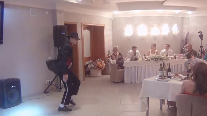 Круто танцует Майкла Джексона на свадьбе!!!