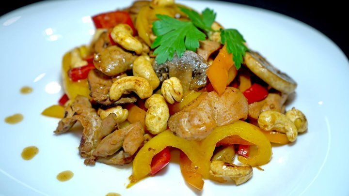 Курица с грибами на сковороде. Без масла!