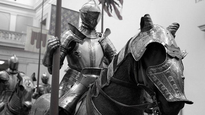 Как одевали рыцарей в доспехи.
