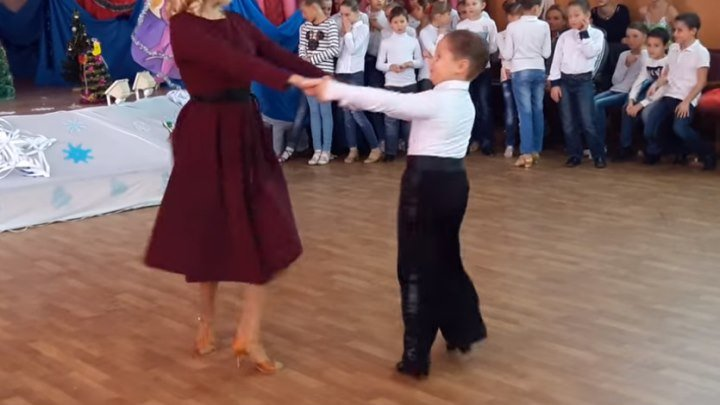 Танец мамы и сына! Какой маленький джентльмен! Супер!!!