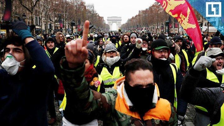 """""""Жёлтые жилеты"""" протестуют в Париже"""
