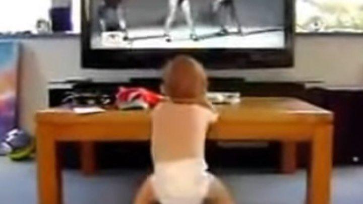 Малыш танцует с Beyonce!