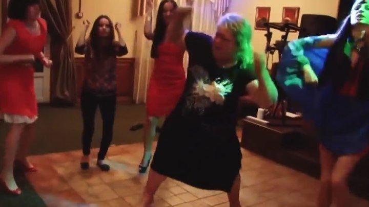 Дикие танцы на свадьбе! Полный ржач!