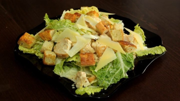Салат цезарь с курицей