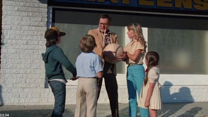 кино семейное. Охота за мусором (1979 комедия)маленькая роль шварцнеггера зал качков