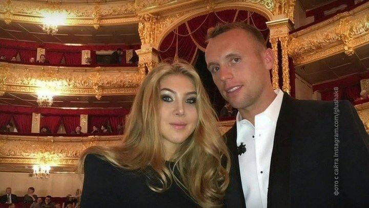 Супруга Дениса Глушакова пожаловалась в полицию на угрозу убийством.