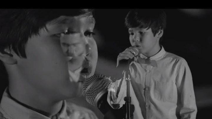 Мальчик поет песню про маму! Трогательно до слез...