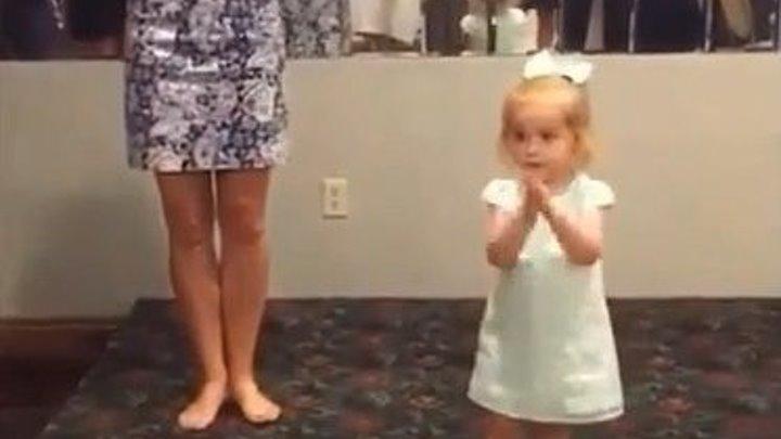 Девочка в 2 года танцует ирландский танец! Класс!
