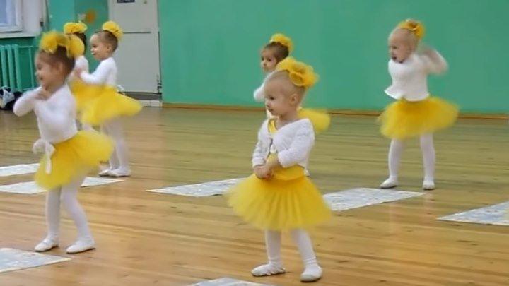 Танцуют дети! Вот это позитивчик!!!