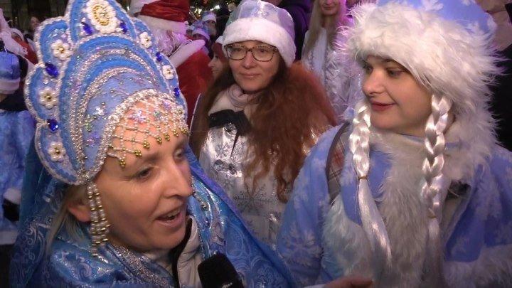 Парад снегурочек прошел в Москве в честь Нового года. ФАН-ТВ