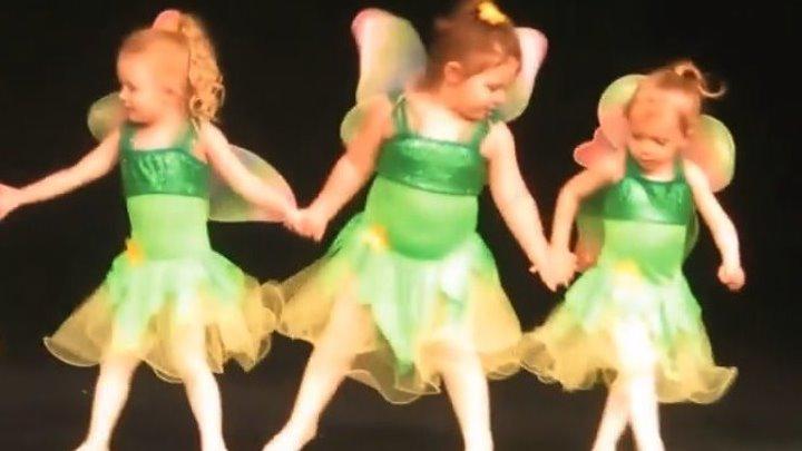 Примы-балерины...) Дети очень смешно танцуют!