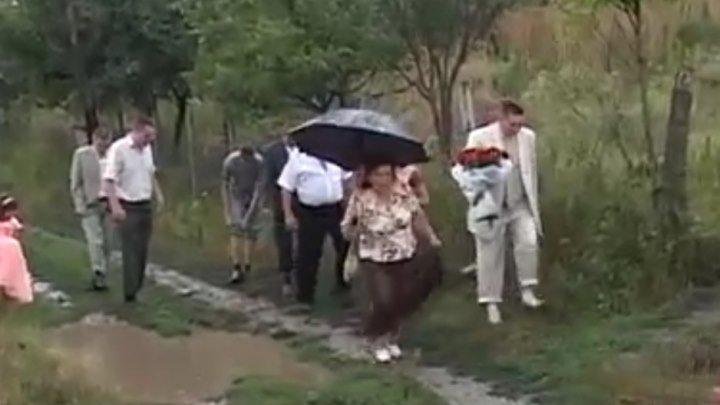 Дождь на свадьбе - это к счастью! А вот дороги...