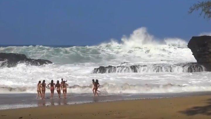 Огромные волны! Мощь океана...