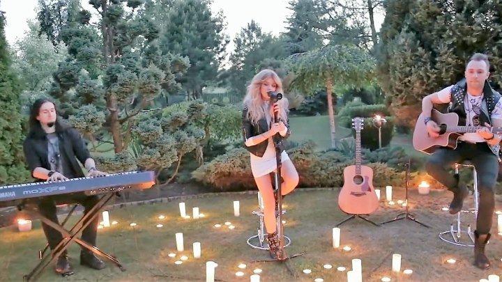 Это потрясающе! Послушайте какой уникальный голос у этой красавицы. Как вам? Нам очень важно ваше мнение. Пишите в комментариях под видео
