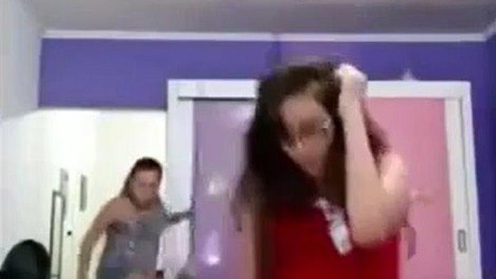 Мама просто СПАСЛА этот танец...))