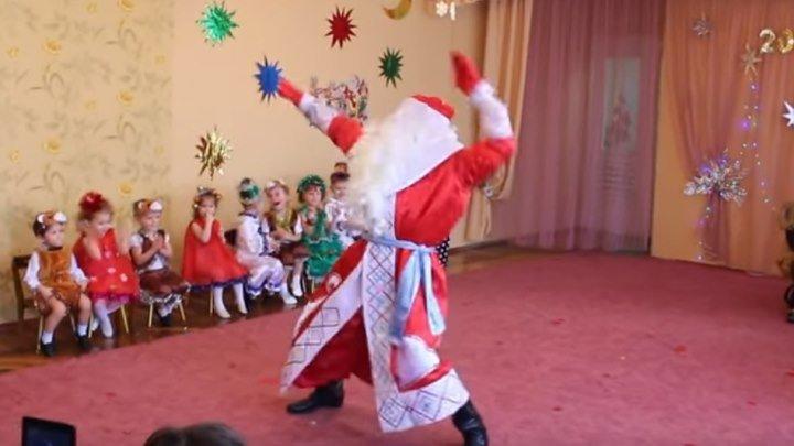 Дедушка Мороз на утреннике повеселил детей и взрослых!