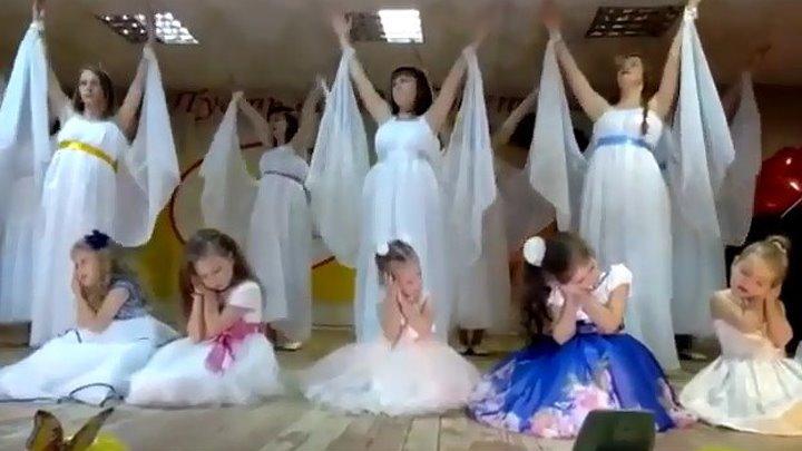 `МОЙ АНГЕЛ` - Танцуют мамы и мл. группа. ЗАЛ ПЛАКАЛ!!!