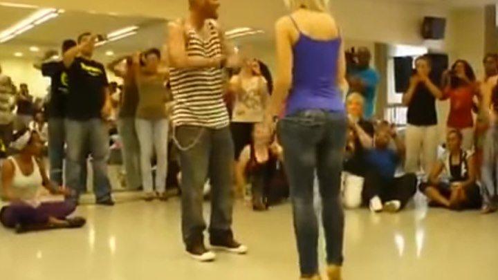 "Девушка танцует ""Бачату""!!! Супер здорово!!!"