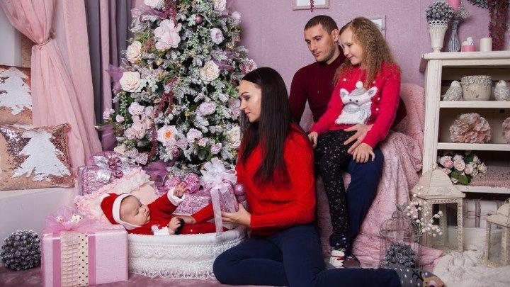 """Новогодняя семейная фотосессия в студии """"Зеркало"""""""