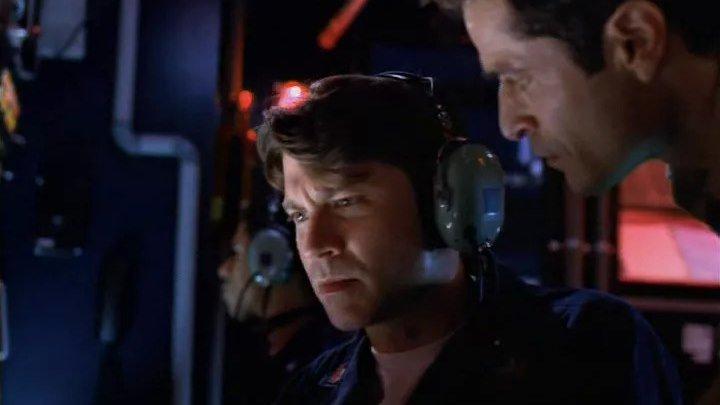Опасность из глубины 2001 триллер