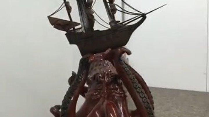 Шоколадных дел мастер и его произведение искусства. Нет слов!