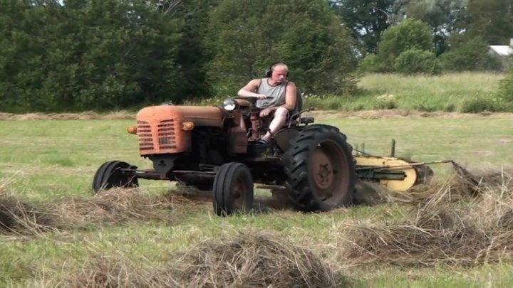 Сгребание сена трактором ХТЗ ДТ-14