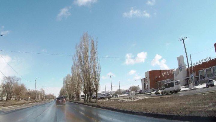 По улицам г. Балаково Саратовской обл. Вокзальная улица. 29 марта 2019 г.