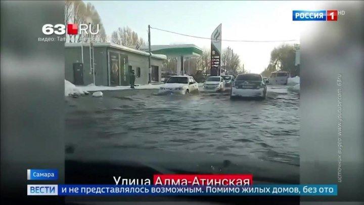 В Самаре потоки кипятка затопили трамвайные пути.