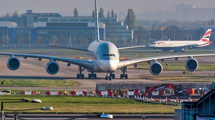 Airbus А380 - широкофюзеляжный двухпалубный четырёхдвигательный турбовентиляторный пассажирский самолёт