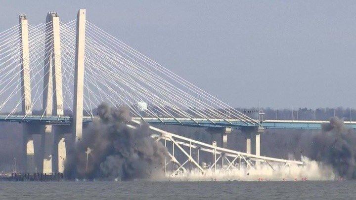 В Нью-Йорке часть старого моста через Гудзон демонтировали взрывом