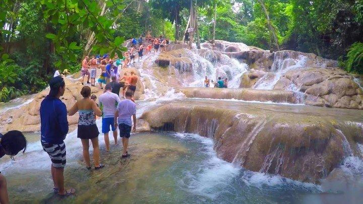 Восхождение по каскадам водопадов (Ямайка, Даннс-Ривер)