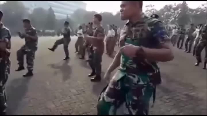ЭТОТ ПАРЕНЬ СВОИМ ТАНЦЕМ ВЗОРВАЛ ИНТЕРНЕТ!!!
