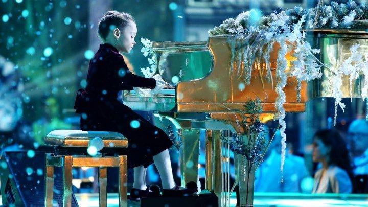 """Трогательная маленькая пианистка Агафья Корзун/ """"Синяя птица"""""""