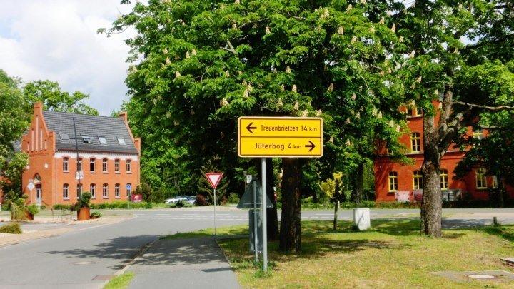 Altes Lager. От здания гасштетаFreundschaftдо здания школы по Kastanienallee 17.