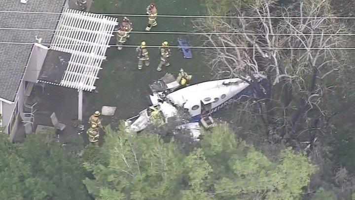 Самолет упал в жилом районе на юге Калифорнии