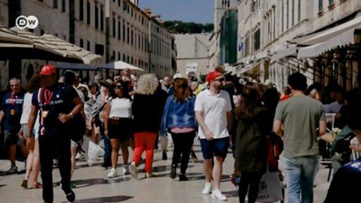 """""""Игра престолов"""": фанаты саги наводнили город, где снимали последний сезон сериала"""