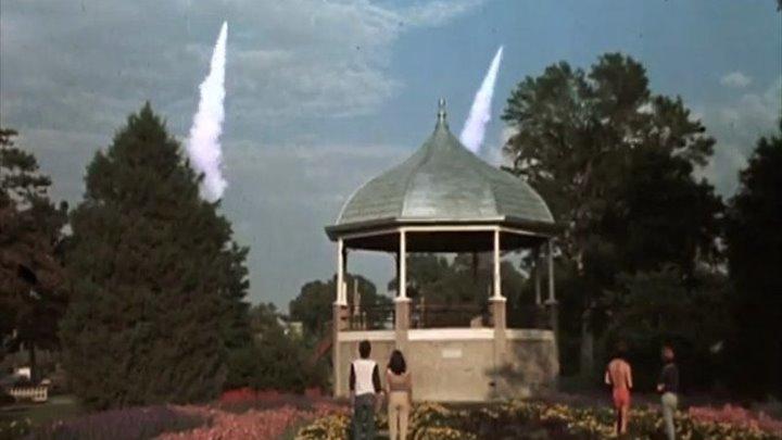 """Коллекция телевизионных художественных фильмов о ядерной войне.""""На следующий день"""" - телевизионный фильм режиссёра Николаса Мейера,снятый в 1983 году.По советскому телевидению фильм был показан в конце мая 1987 года."""