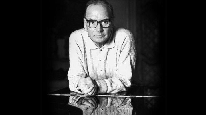 Человек играет на слух, не знает нот... Эннио Морриконе - Профессионал. Исполняет: Рамиль Ахмедов...