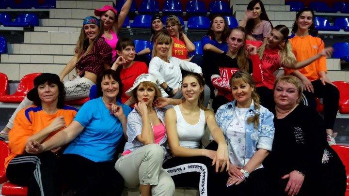 Dance-mix в Дворце спорта Антей 18.00 и 20.00. вся информация по телефону 45-03-19. на видео танцуют не профессионалы,а любители танцев.