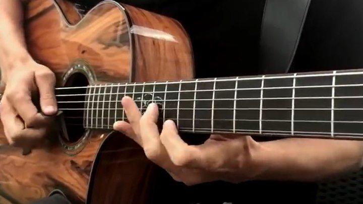 """Потрясающий талант у гитариста! Играет песню """"Hotel California"""""""